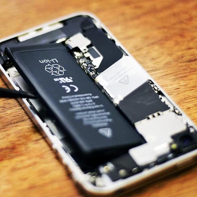 Быстро разряжается iPhone?Выключается при 20% зарядке?Это можно легко и быстро исправить, заменив старый аккумулятор на новыйГарантия!Подписчикам 10% скидка#KompuTerra #ремонт #компьютеров #городе #Вроцлав #профессионально #качественно #мастер #техника #починка #интересное #новости #польша #дёшево #проблемы #телефон #починить #замена #запчасти #купить #комплектующие #срочно #Wrocław #Wroclaw #Polska #majster #naprawa #laptop #komórka #instalike